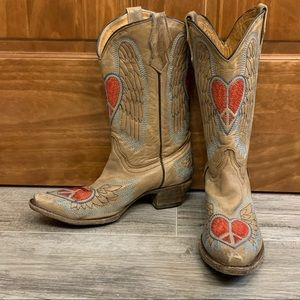 Corral embroidered winged peace hearts boots  6.5